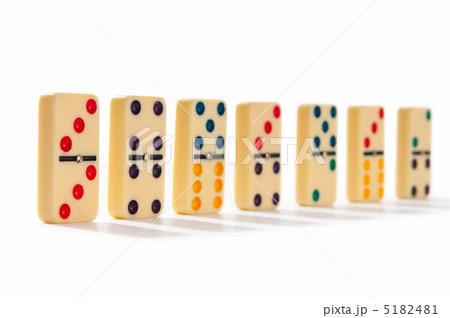 Domino effect with many piecesの写真素材 [5182481] - PIXTA