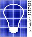 太陽光発電 ソーラーパネル 白熱電球のイラスト 5257429