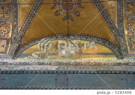 世界遺産アヤソフィアのモザイク画、イエスにひざまづく皇帝 5283406