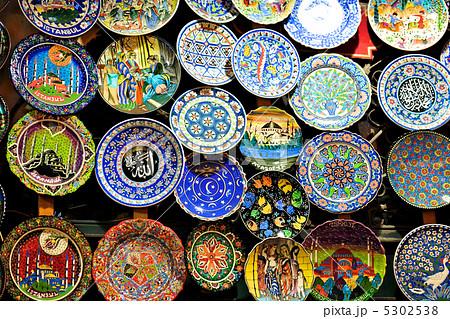 トルコ土産のカラフルな絵皿 5302538