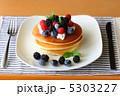3種のベリーのパンケーキ 5303227