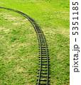芝生と線路 5351185