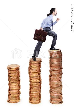 Businessman climbing gold coins stacksの写真素材 [5357133] - PIXTA