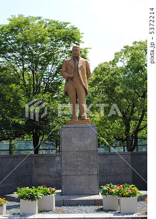 池上四郎第6代大阪市長の銅像(大阪市の天王寺公園で撮影) 5372214