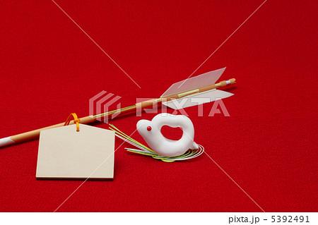 破魔矢と赤目の白蛇と無地の絵馬 5392491
