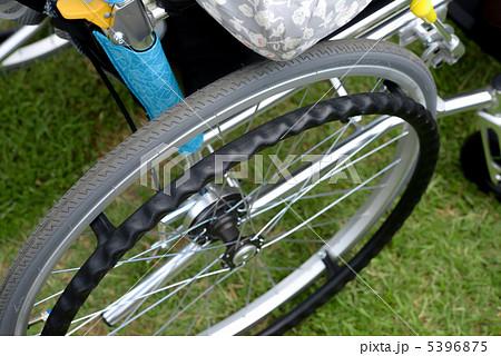 車椅子のタイヤ  5396875