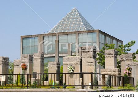 大阪市・天王寺公園の植物温室(建築家・安藤忠雄氏の設計で、天王寺博覧会のテーマ館でした。) 5414881