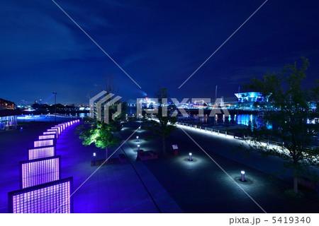 横浜 夜の公園 夜景 象の鼻パーク