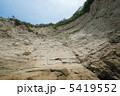 逗子の海岸岩場の絶壁 5419552
