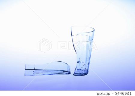 割れたコップの写真素材 [5446931] - PIXTA