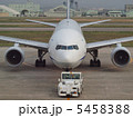 牽引 プッシュバック 飛行機の写真 5458388
