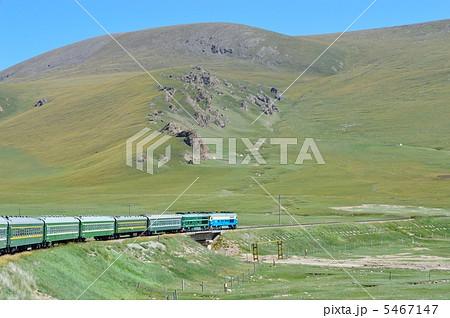 中国・新疆ウイグル自治区 天山山脈 南疆鉄道の車窓 5467147