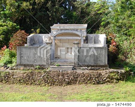 沖縄のお墓 5474490