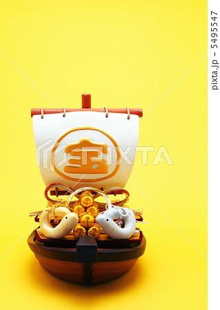 宝船と夫婦の干支人形 5495547