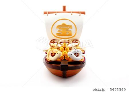 宝船と一対の手作りクラフト 干支人形 白バック 横 5495549