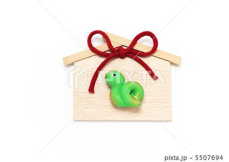 かわいい 巳年人形と絵馬 緑 正月素材 5507694