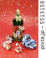 巳年年賀素材・門松と蛇の家族正面・縦位置和紙バック 5513158
