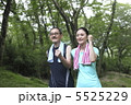 老夫婦 ウォーキング エクササイズの写真 5525229