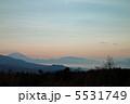 清里から遠くの富士を望む 5531749