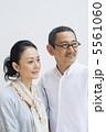 シニア ポートレート 夫婦の写真 5561060