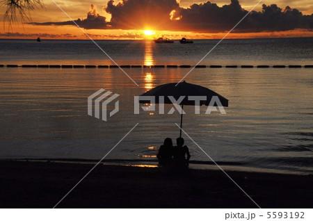 石垣島 底地ビーチの夕日 5593192