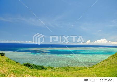 石垣島 海岸線 珊瑚礁の海 5594021