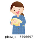抱く 母 新生児のイラスト 5596697