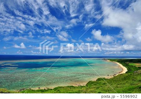 石垣島 平久保灯台からの景色  5596902