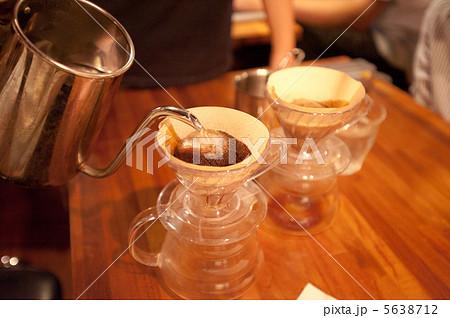 丁寧に淹れたドリップコーヒー 5638712