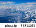 雲の上 雲 青空の写真 5658863