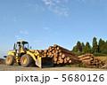 材木 重機 丸太の写真 5680126
