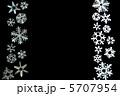 雪の結晶 切り絵 黒背景 5707954