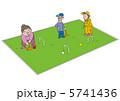 ゲートボールをする老人 5741436