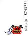 年賀2013・和蛇の雄と獅子頭アップ・白バック縦位置右寄り下段・ハガキ対応比 5743774