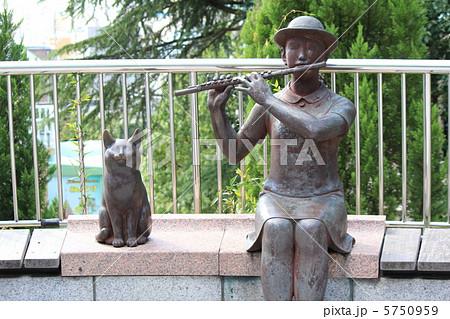 神戸市 北野異人館街にある銅像「フルートを吹く少女」 5750959