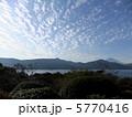 芦ノ湖の秋空 5770416