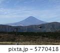 ロープウェーと富士山 5770418