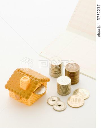 ヘクセンハウスの貯金箱の写真素材 [5782237] - PIXTA