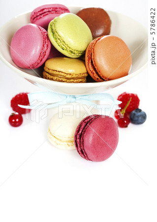 Colorful macaroonsの写真素材 [5786422] - PIXTA