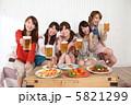 パーティ 乾杯 飲み会の写真 5821299