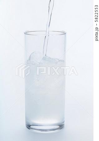 レモンスカッシュを注ぐの写真素材 [5822553] - PIXTA