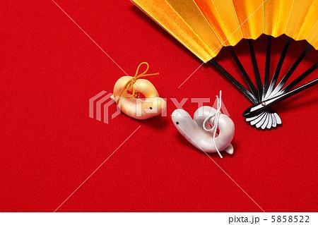 夫婦蛇 巳年の金銀ハート形の手作り人形 5858522