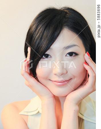 色白美人/女性ポートレート/大人の魅力/ファッション 5883696
