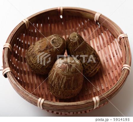 ザルに入って里芋の写真素材 [5914193] - PIXTA