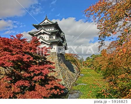 秋の弘前城 5916825