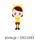 ハチの衣装を着た女の子 5921083