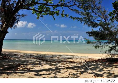 沖縄 石垣島 底地ビーチの風景写真 5930572