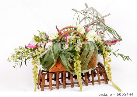 flowers in the basketの写真素材 [6005444] - PIXTA