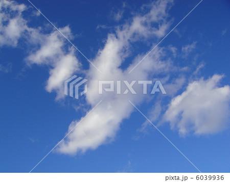 青空に浮かぶ雲 6039936