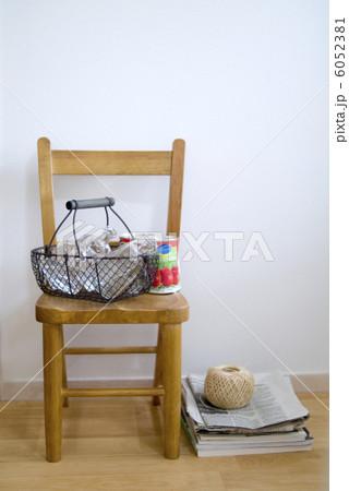 空き瓶と空き缶の写真素材 [6052381] - PIXTA